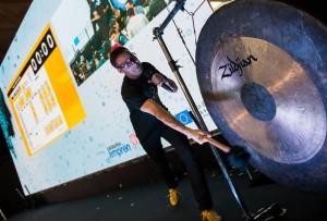 A ritme de gong per temporitzar els 100 minuts del Challenge